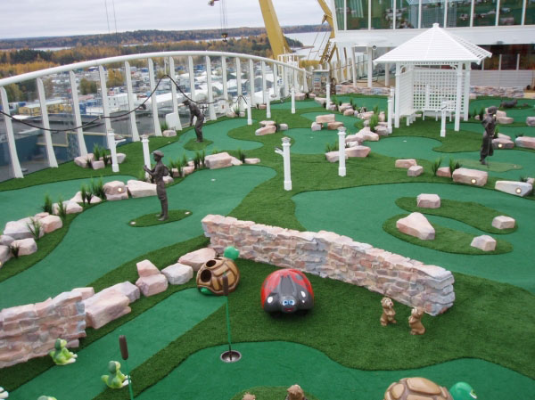 Cruise lines mini golf course with theme elements