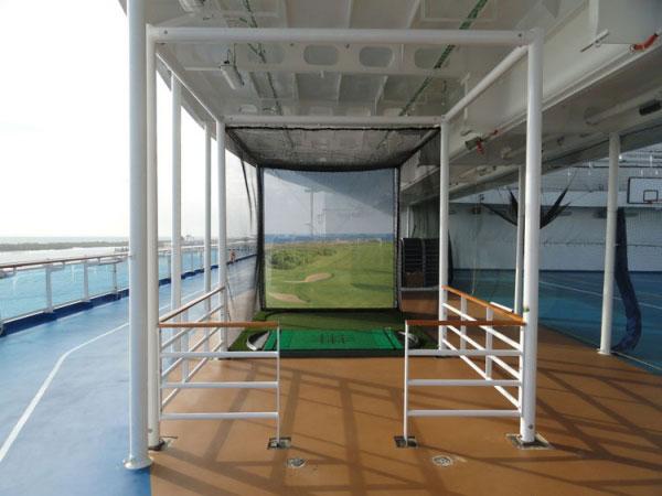 Cruise lines mini golf hitting bay