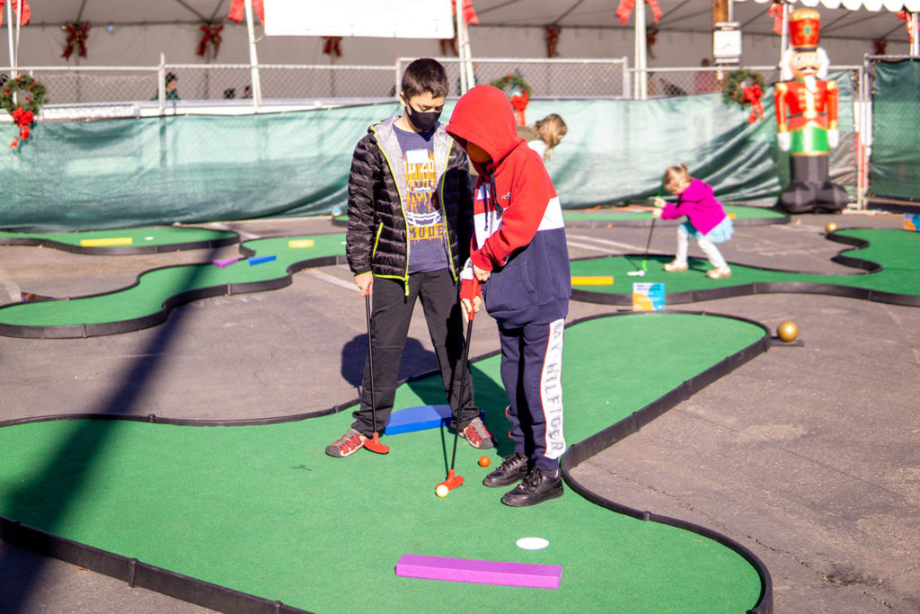 """Putting on a MiniLinks hole that was decorated for the Christmas season at the pop-up """"Caddy's Course"""" in Brentwood, CA"""
